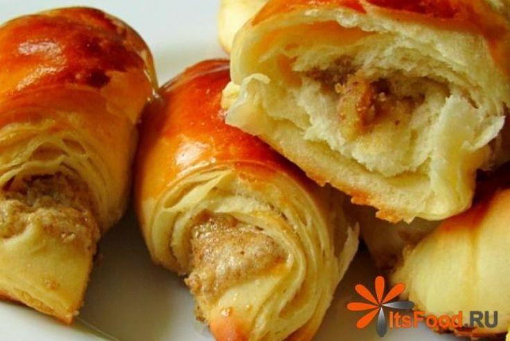 Круассаны с ореховой начинкой http://ricettio.com/recipe-1707-kruassanyi-s-orehovoy-nachinkoy  Круассаны знамениты повсеместно, эти нежные рогалики завоевали огромную популярность. Французы вообще славятся изысканной кухней, но слава об этой выпечке вышла далеко за пределы романтичной страны.