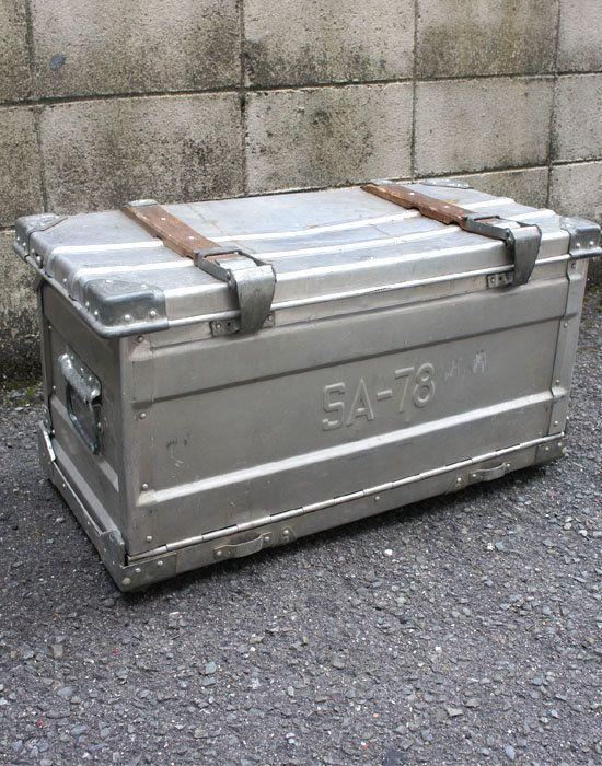 ユーゴスラビア軍放出 トランスポートアルミコンテナ 【中古】 正面