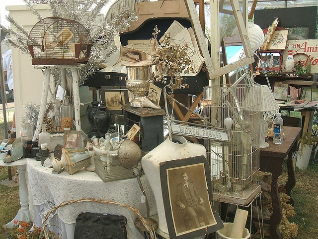 Antiquing: Antiques Booths, Booths Ideas, Vintage Booths Display, World Maps, Vintage Shops, Fleas Marketing, Vintage Display, Display Ideas, Photo