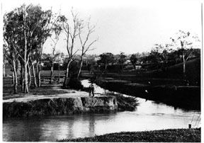 MP 7188. Gardiners Creek, the mouth near Heyington with Toorak in the background; prior to 1934.