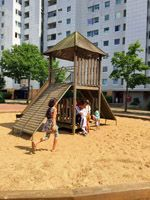 Grand City Property - Spiel und Spaß am Montagnachmittag – Spielmobil erfreut Kinder der Grohner Düne - Immobilien - Wohnung mieten Deutschland - Wohnungen deutschlandweit