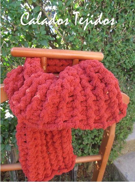 Bufanda tejida a telar con material polar, suave y abrigadora! color terracota ;)