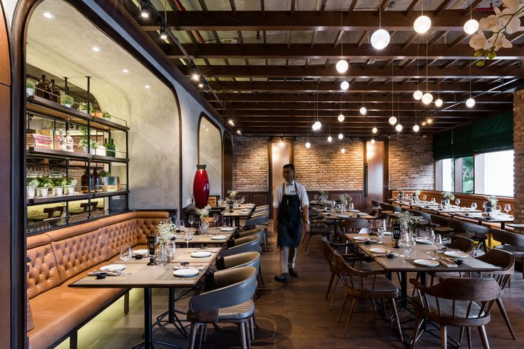 Have a romantic dining time at Ambiente Ristorante! The interior from the wood floors to the light will give you a warm and inviting feel while you enjoy the dining delight.