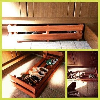 こちらも下駄箱の下に入れられる収納です。すのこを側面にもつけることで、目隠しにもなります。