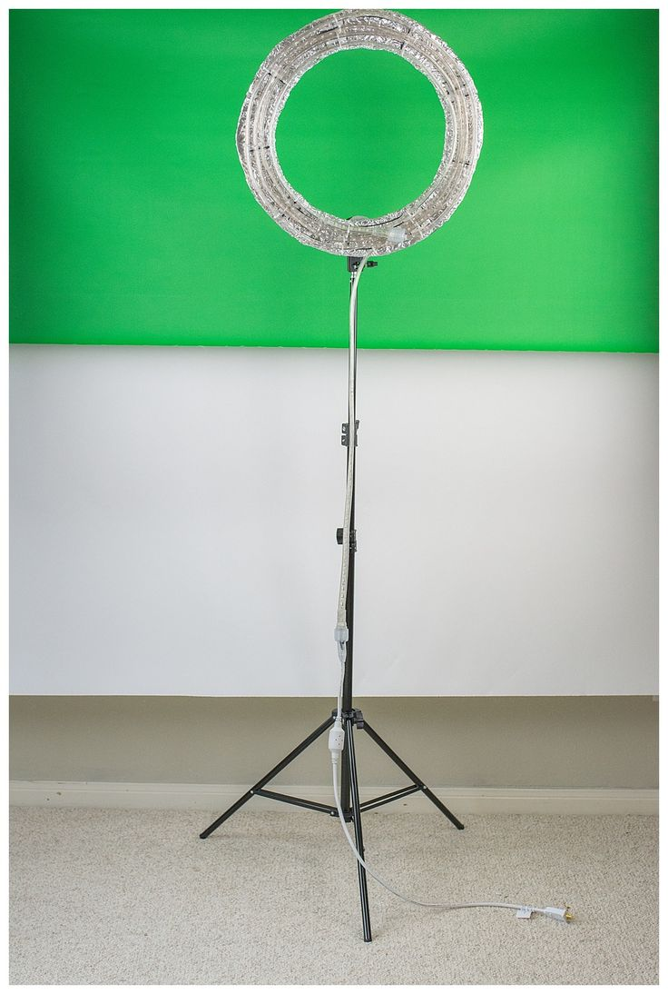 Grab some scissors and a cardboard box, y'all. You're about to save yourself a ton of money in exchange for a little sweat equity. Today, I'm going to show you how to make your own ring light for about $30.