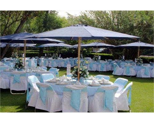 Sombrilla mesa matrimonio cw pinterest mesas for Comedor de jardin con sombrilla