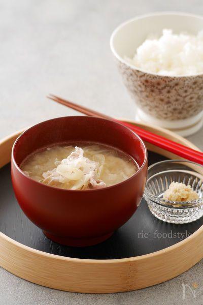具材の旨みで出汁のいらない味噌汁です。  長ネギと生姜をたっぷりと使います。
