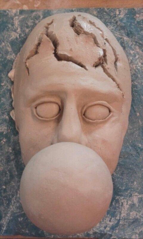 Ik heb de ballon op de mond gezet en scheuren in het hoofd gemaakt.