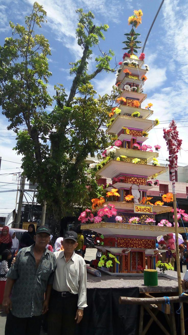 Acara tahunan di daerah Bengkulu, Indonesia (tabot bangsal) salah satu tabot sakral.