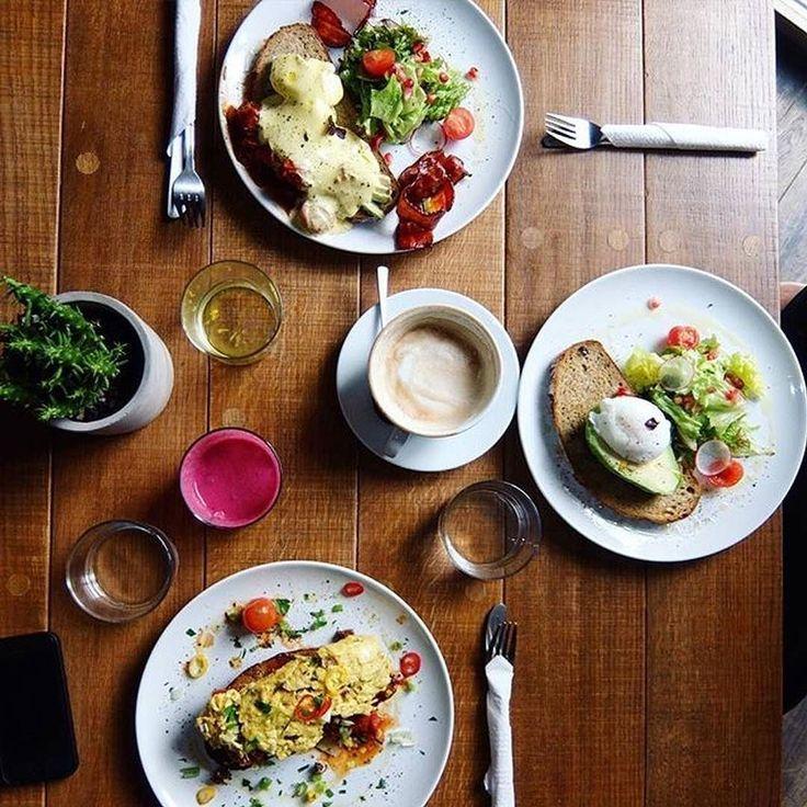 Frühstück in Perfektion  Chorizo-Rührei auf Avocado und Tomate für 900 oder auch pochiertes Ei mit Hummus und Avocado für 700  Dein Lieblings Frühstück? lad es in unsere Foodguide App  @ookiedough @raincafeatery  #foodguideapp #hamburg #hansestadt #hhfood #welovehh #welovehamburg #hamburgfood #ig_hamburg #hamburgstagram #hamburgerecken #ilovehh #ilovehamburg #foodhamburg #restauranthamburg #hamburgrestaurants #hamburgrestaurant #hamburgeats #igershamburg #fresh #travel #healthy #foodie…