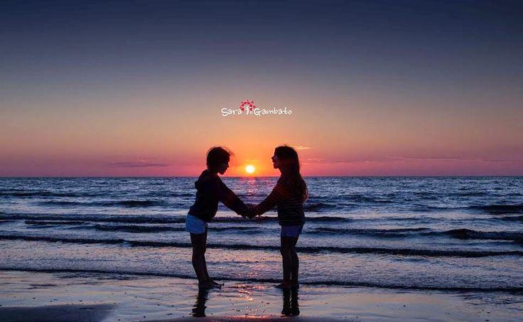 dolcissima foto di famiglia, tramonto al mare https://www.facebook.com/SaraGambatoFoto/photos_stream