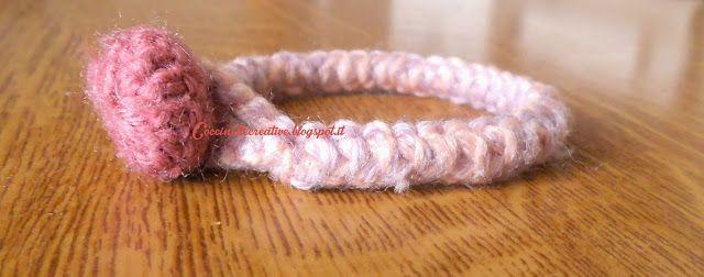 Bracciale uncinetto, fettuccia rumena, spighetta rumena , per informazioni ⇩ http://coccinellecreative.blogspot.it/2013/11/bracciale-rosa-uncinetto-fettuccia.html