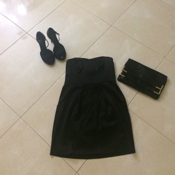 Black tube top dress Black tube top dress, beautiful to dress up or down, forever 21, great condition, size small Forever 21 Dresses Strapless