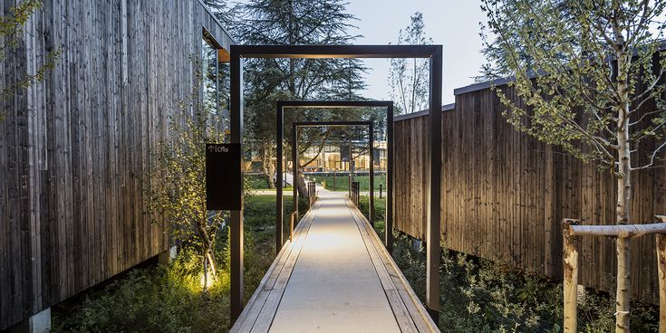Architecture, Cyril Durand Behar Architectes, Pernod Ricard University, facade, CDB, bois, wood, hebergement, nature, bungalow, hotellerie, passerelle, Photo Adria Goula