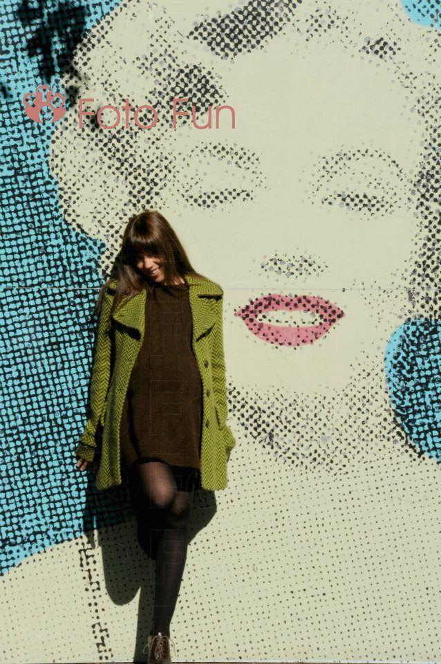 pregnant girl in Marilyn Monroe´s wall, Hamilton gardens, Hamilton, NZ. Yani modeling