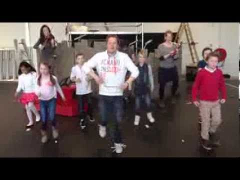 Pluk van de Petteflet in het theater - Stampsong - YouTube