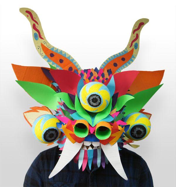 Máscara inspirada en la Diablada Puneña, hecho con cartón y papel.