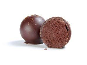 Кофейный трюфель Ганаш из тёмного и молочного шоколада с насыщенным вкусом крепко заваренного кофе, покрытый тёмным шоколадом. Вкус удивит Вас горько-сладким контрастом