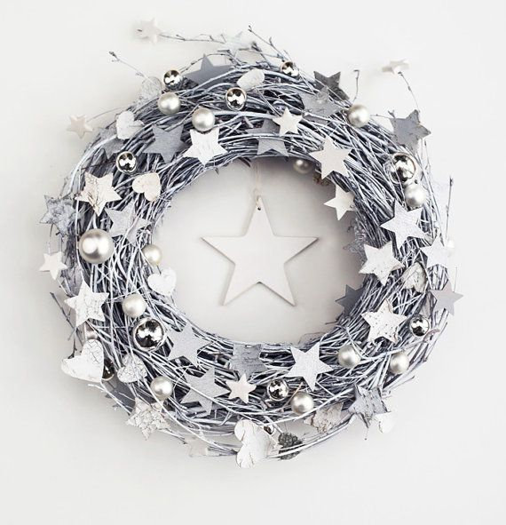 White&grey wreath - winter december holiday door wreaths outdoor decorations rustic stars Xmas wooden decor