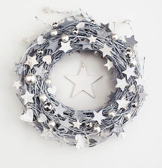 White&grey wreath - winter december holiday door wreaths outdoor decorations rustic stars Xmas wooden decor