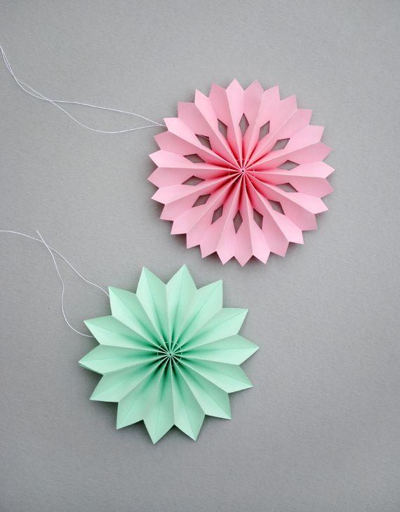 DIY: mini paper medallions #paper_cutting #crafts #decorations
