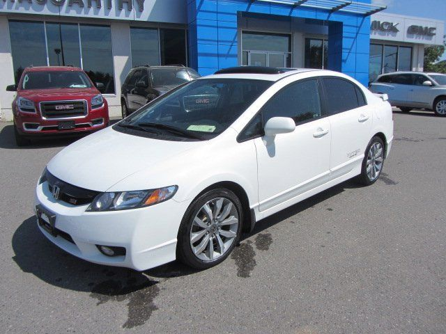 This 2010 Civic si is in fantastic shape. It's got low kilometers, an upgraded sound system, and the 6 speed manual is a blast to drive. Click or call to book your test drive today.