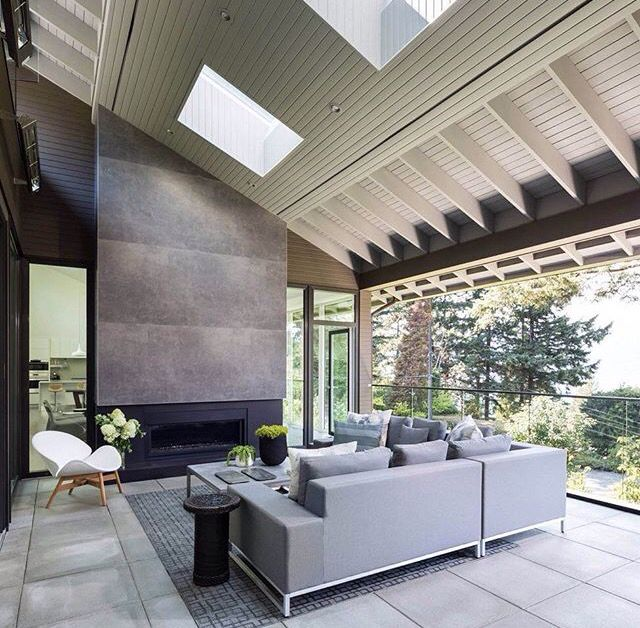 Conceito de pé direito duplo com telhado aparente. #Interiores #Design