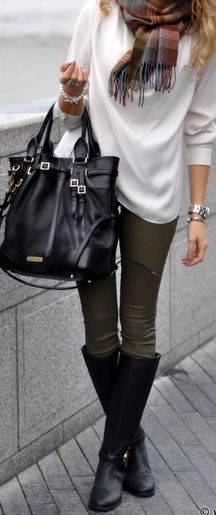 ❤️ Scarf Fashion Secret ❤️ This blogger always uses a scarf to tie her outfit together!