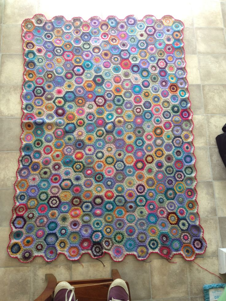 hexagon blanket - just a teensy bit unfinished!