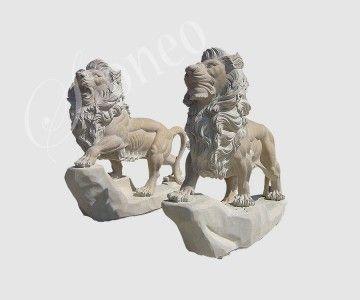 Lew na skale - rzeźba z kamienia