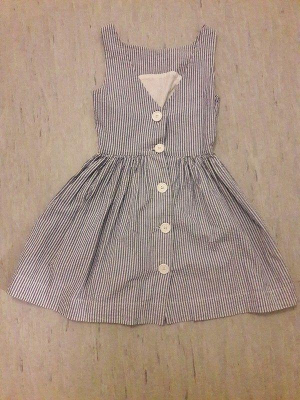 """Ich verkaufe mein hübsches Sommerkleid von der """"Marke American Apparel"""" in der Größe XS. Das Kleid ist blau weiß gestreift..."""