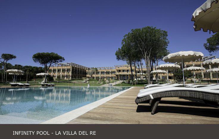 A vostra disposizione una meravigliosa #infinity #pool a pochi metri dalla vostra camera! #lavilladelre www.lavilladelre.com