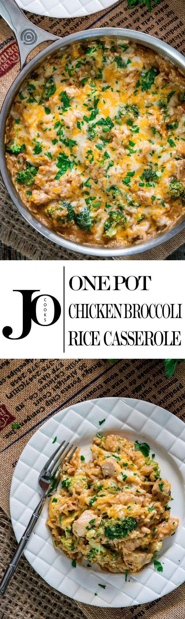 One Pot Cheesy Chicken Broccoli and Rice Casserole - it's cheesy, it's…
