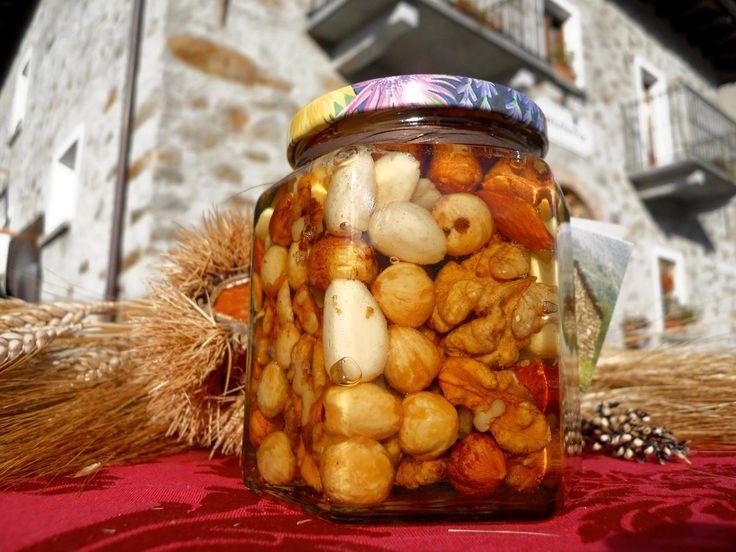 Miele di acacia con frutta secca dell'alta Brianza e della Valtellina