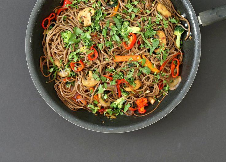 Изображение рецепта Ло-мейн с гречневой лапшой, шампиньонами и овощами
