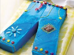 """Cake inspired by """"The Sisterhood of the Traveling Pants"""""""
