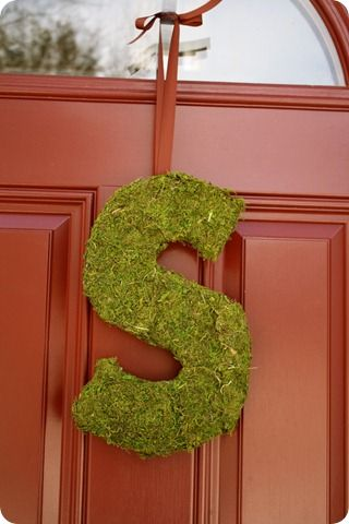 moss monogramMoss Letters, Decor Ideas, Moss Monograms, Diy Mossy, Doors Decor, Diy Wreaths, Front Doors, Monograms Doors, Crafts