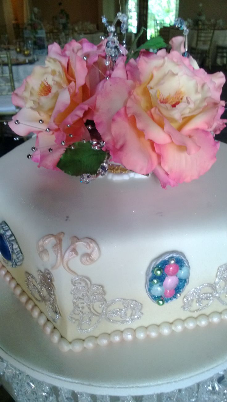 flowers made from sugar for cakes.  custom made to order.  tania@cakearts.co.za