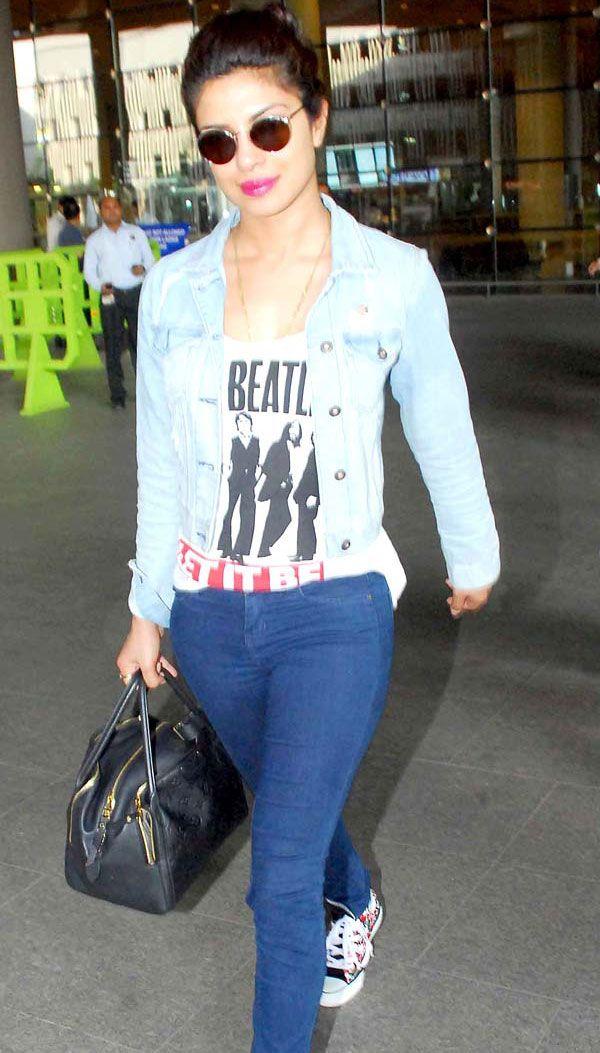 Priyanka Chopra was all smiles dressed in casual at the Mumbai airport.