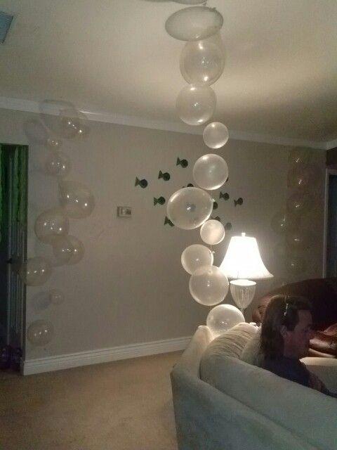 Balões transparentes imitam bolhas no fundo do mar