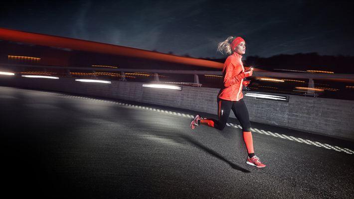 Den norske vinteren trenger ikke nødvendigvis å være en hindring for utendørs løpetrening. Sport 1 gir deg #tips om hvordan du kan kle deg for #vinterløping: http://www.sport1.no/…/rad-og-tips/kle-deg-for-vinterloping/