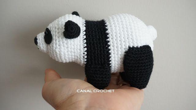 Oso Panda Amigurumi - Patrón Gratis en Español y con Videotutorial aquí: http://amigurumilacion.blogspot.com.es/2016/04/oso-panda-amigurumi-tutorial.html