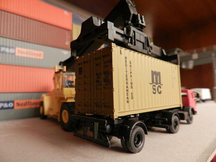 Diorama de Terminal de Containers.
