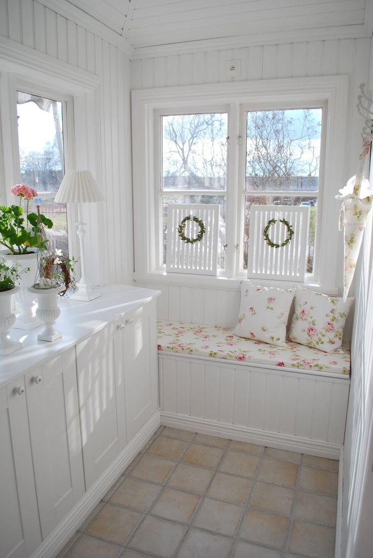 sweet shabby little reading nook.