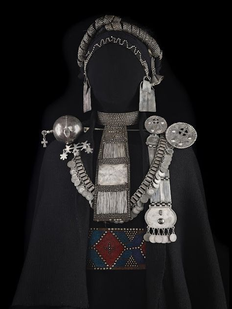 Argentina | La Pampas Jewellery |  From the Las Pampa Art & Culture in 19th Century exhibition by PROA.   ( www.proa.org/... ). Photo credit Jose Luis Rodriguez.