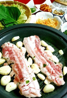 【人気の韓国料理】サムギョプサルの食べ方