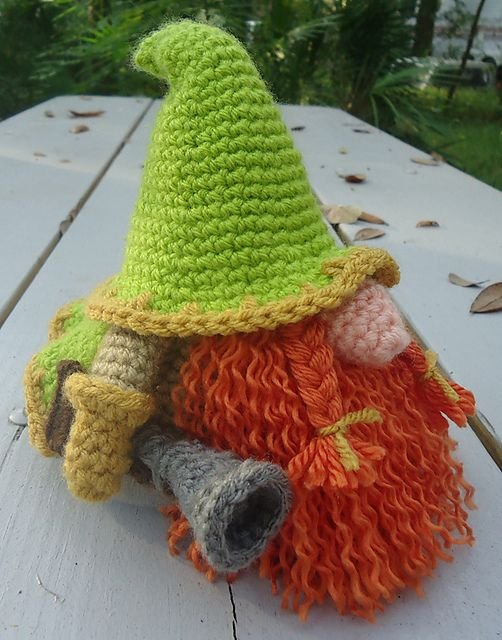 Ravelry: Project Gallery for Santa Gonk Christmas Decorations pattern by Ling Ryan
