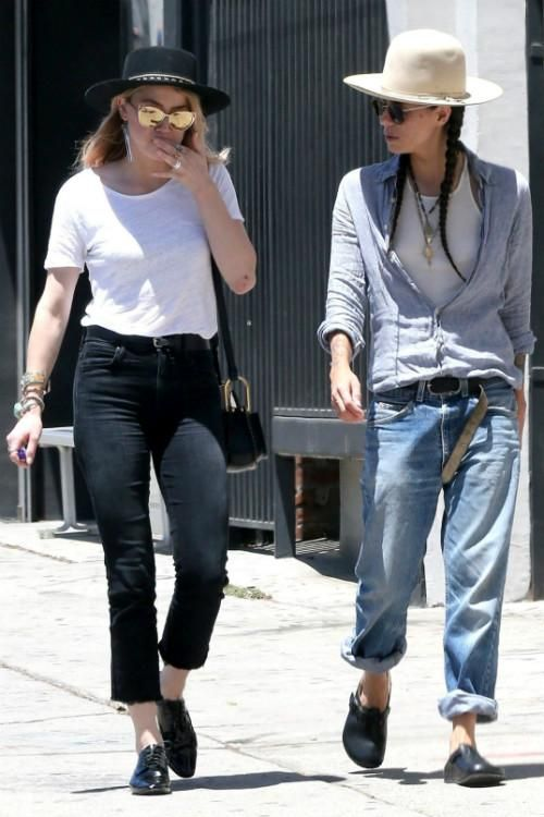 Amber Heard wearing Chloe Hudson Bag and Mother the Hustler Ankle Fray Jeans in Not Guilty