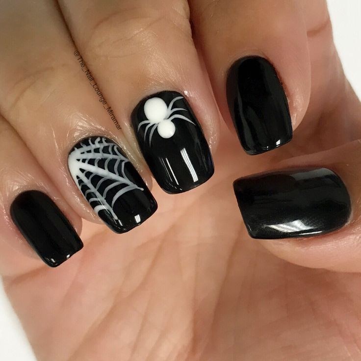 Spiderweb Halloween nail art design                                                                                                                                                                                 Plus