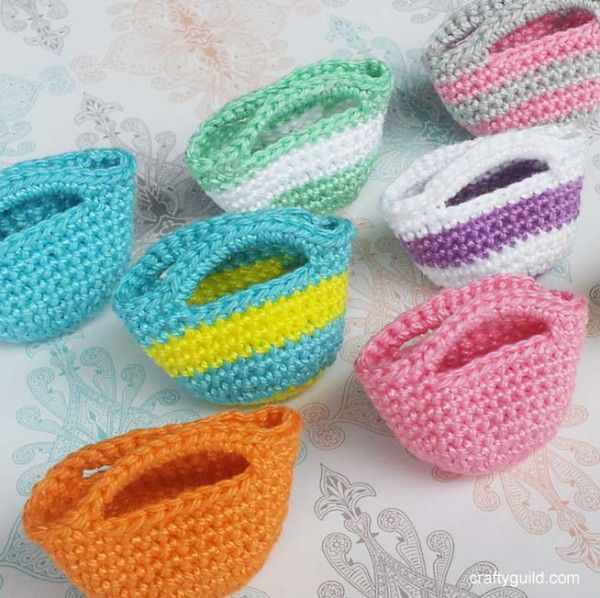 how to crochet a mini tote bag - http://craftyguild.com/2015/09/how-to-crochet-a-mini-tote-bag.html